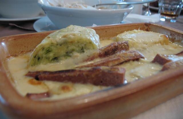 Rajko na žaru v sirovi omaki s štruklji