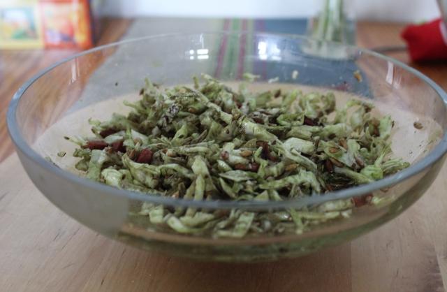 Zeljnata solata z ocvirki (ocvirki - Rajko)